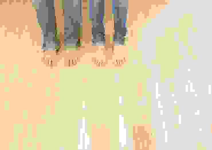 肌触りのよい杉のフローリング オリジナルな 壁&床 の ナイトウタカシ建築設計事務所 オリジナル