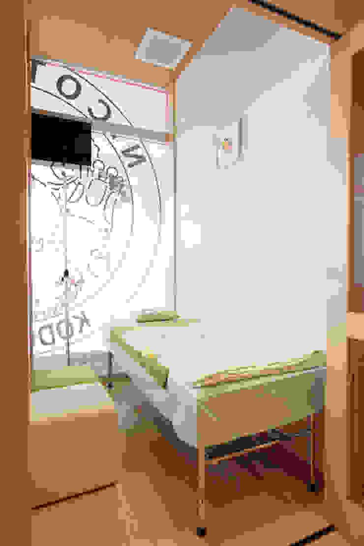 感染症待合室(隔離室) モダンな医療機関 の info7500 モダン
