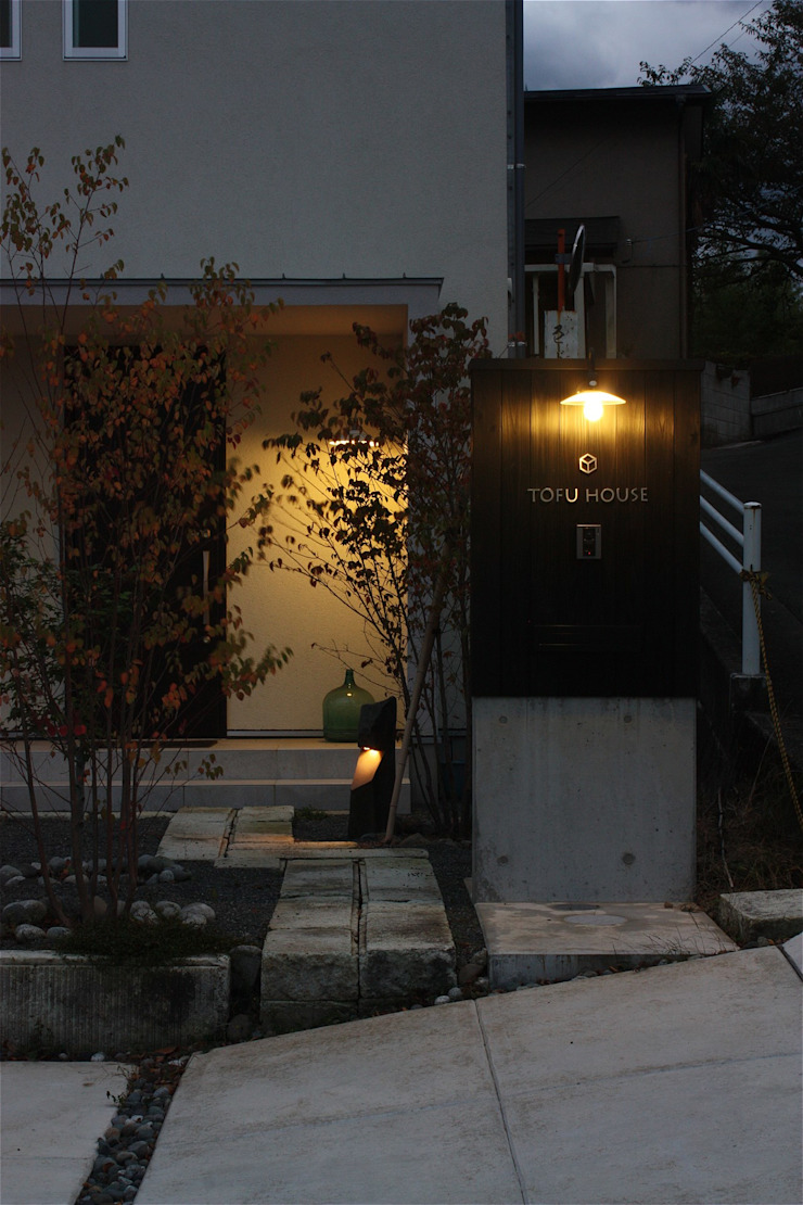 TOFUHOUSE ーコンパクトなシンプルハウスに住むという選択ー モダンな庭 の atelier shige architects /アトリエシゲ一級建築士事務所 モダン 木 木目調