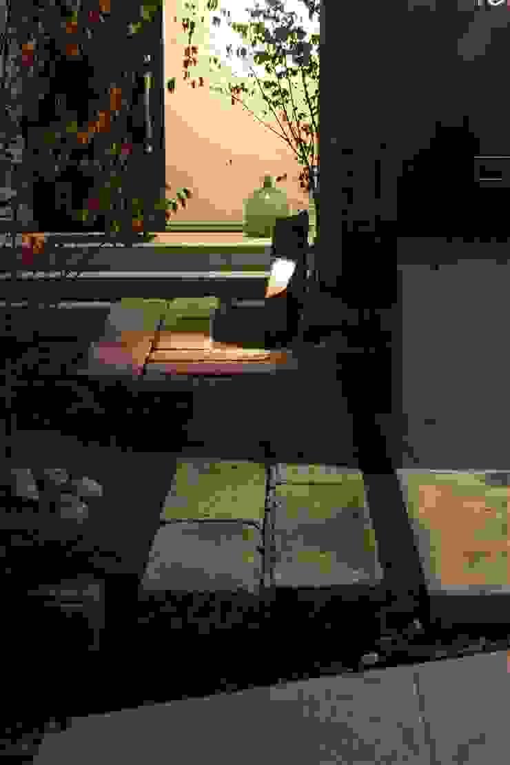 TOFUHOUSE ーコンパクトなシンプルハウスに住むという選択ー モダンな庭 の atelier shige architects /アトリエシゲ一級建築士事務所 モダン 石