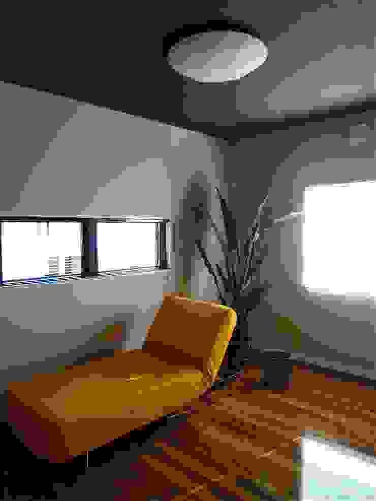 TOFUHOUSE ーコンパクトなシンプルハウスに住むという選択ー モダンスタイルの寝室 の atelier shige architects /アトリエシゲ一級建築士事務所 モダン 木 木目調