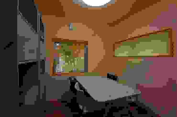 TOFUHOUSE ーコンパクトなシンプルハウスに住むという選択ー モダンデザインの 多目的室 の atelier shige architects /アトリエシゲ一級建築士事務所 モダン