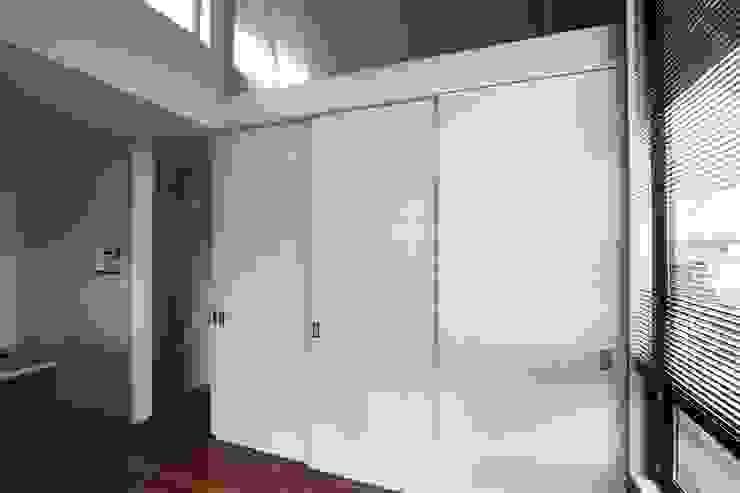 TOFUHOUSE ーコンパクトなシンプルハウスに住むという選択ー モダンな 窓&ドア の atelier shige architects /アトリエシゲ一級建築士事務所 モダン 木 木目調