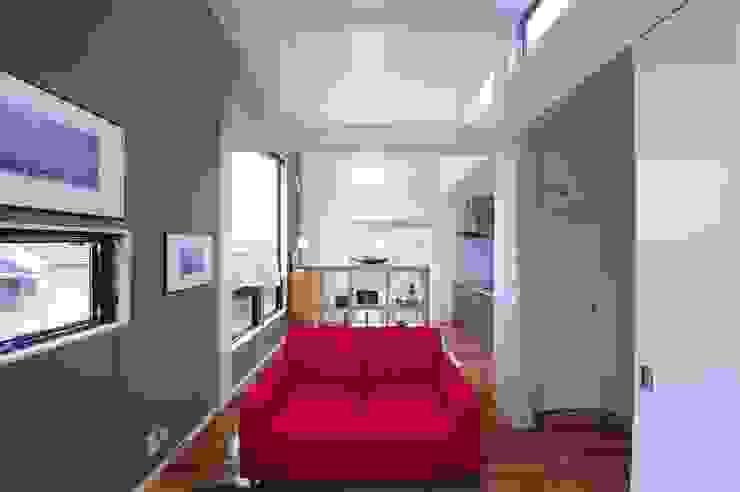 TOFUHOUSE ーコンパクトなシンプルハウスに住むという選択ー: atelier shige architects /アトリエシゲ一級建築士事務所が手掛けたリビングです。,モダン 木 木目調