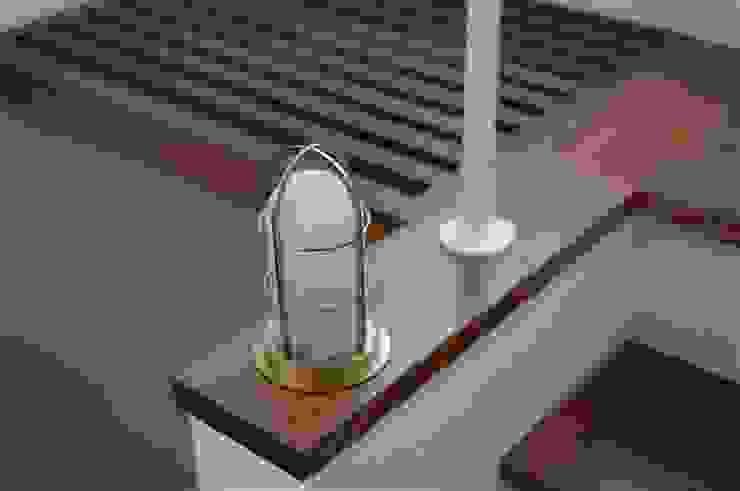 TOFUHOUSE ーコンパクトなシンプルハウスに住むという選択ー モダンスタイルの 玄関&廊下&階段 の atelier shige architects /アトリエシゲ一級建築士事務所 モダン ガラス