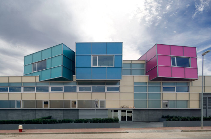 Tuc Tuc Company Headquarters. Main façade Ignacio Quemada Arquitectos Minimalist house Glass Multicolored