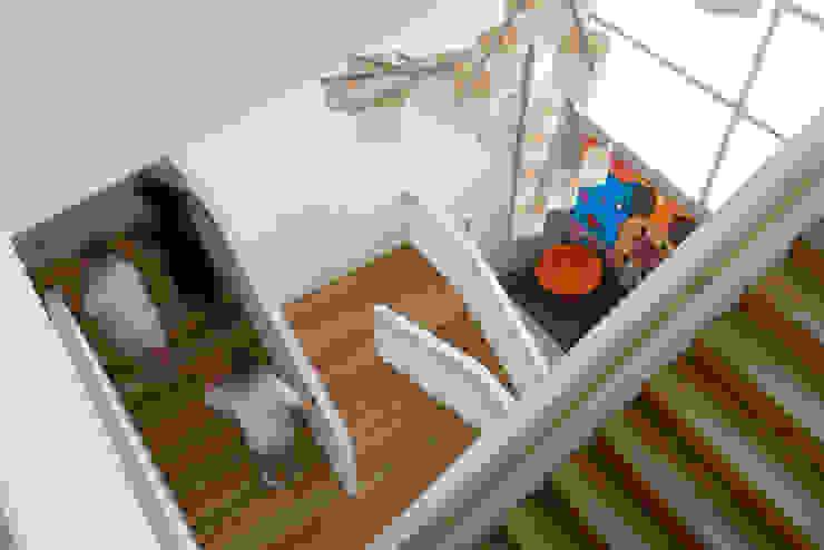 Sede de la empresa Tuc Tuc. Escalera Ignacio Quemada Arquitectos Pasillos, vestíbulos y escaleras de estilo minimalista Madera Acabado en madera