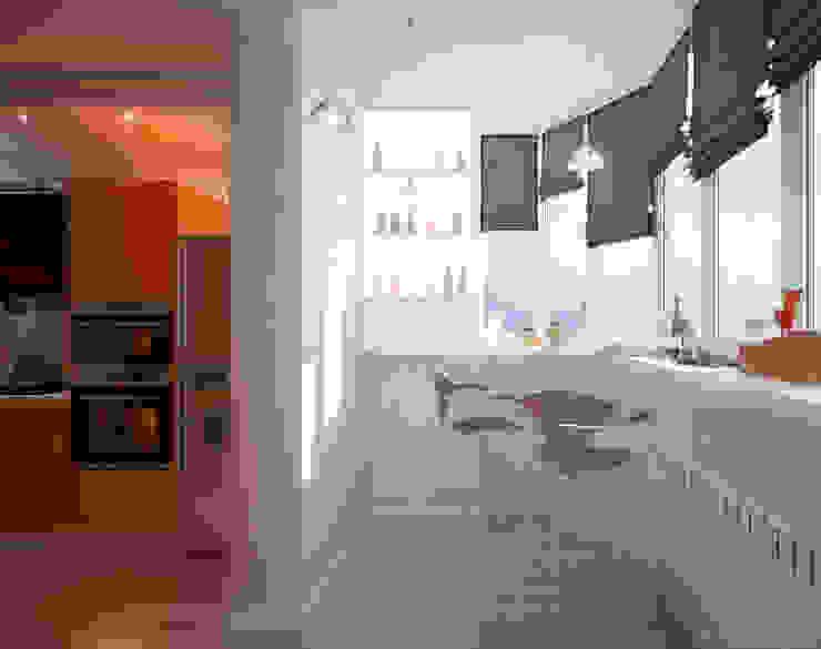 """Дизайн кухни в современном стиле в ЖК """"Панорама"""" Балкон и терраса в стиле модерн от Студия интерьерного дизайна happy.design Модерн"""