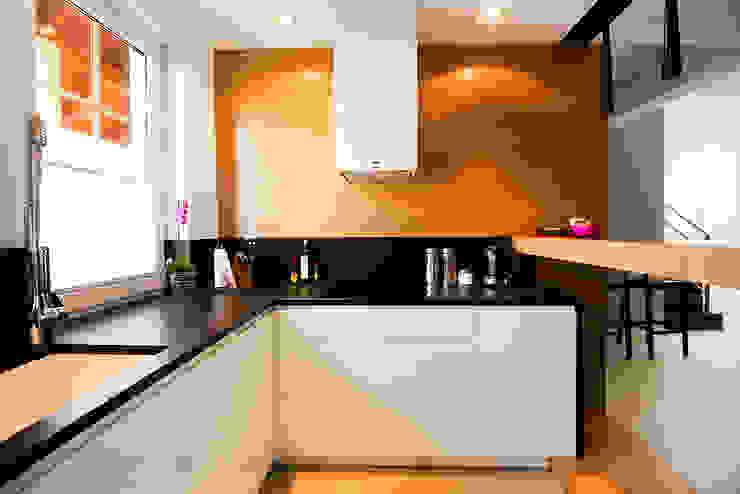 Cocinas de estilo moderno de conceptjoana Moderno