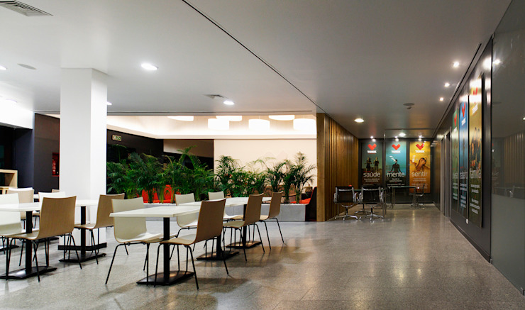 Foyer + Cafetaria: Ginásios  por Estúdio AMATAM