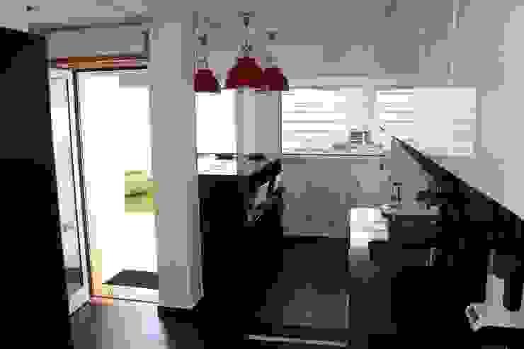 MORADIA PARK Cozinhas modernas por ARQAMA - Arquitetura e Design Lda Moderno