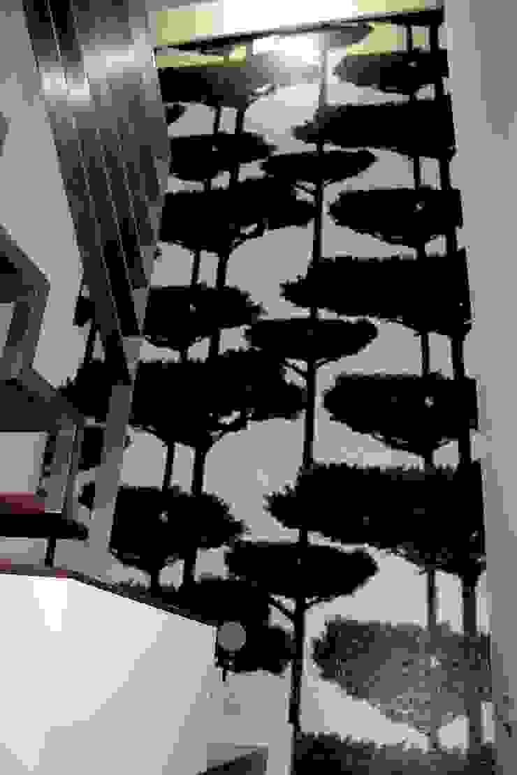 MORADIA PARK Corredores, halls e escadas modernos por ARQAMA - Arquitetura e Design Lda Moderno