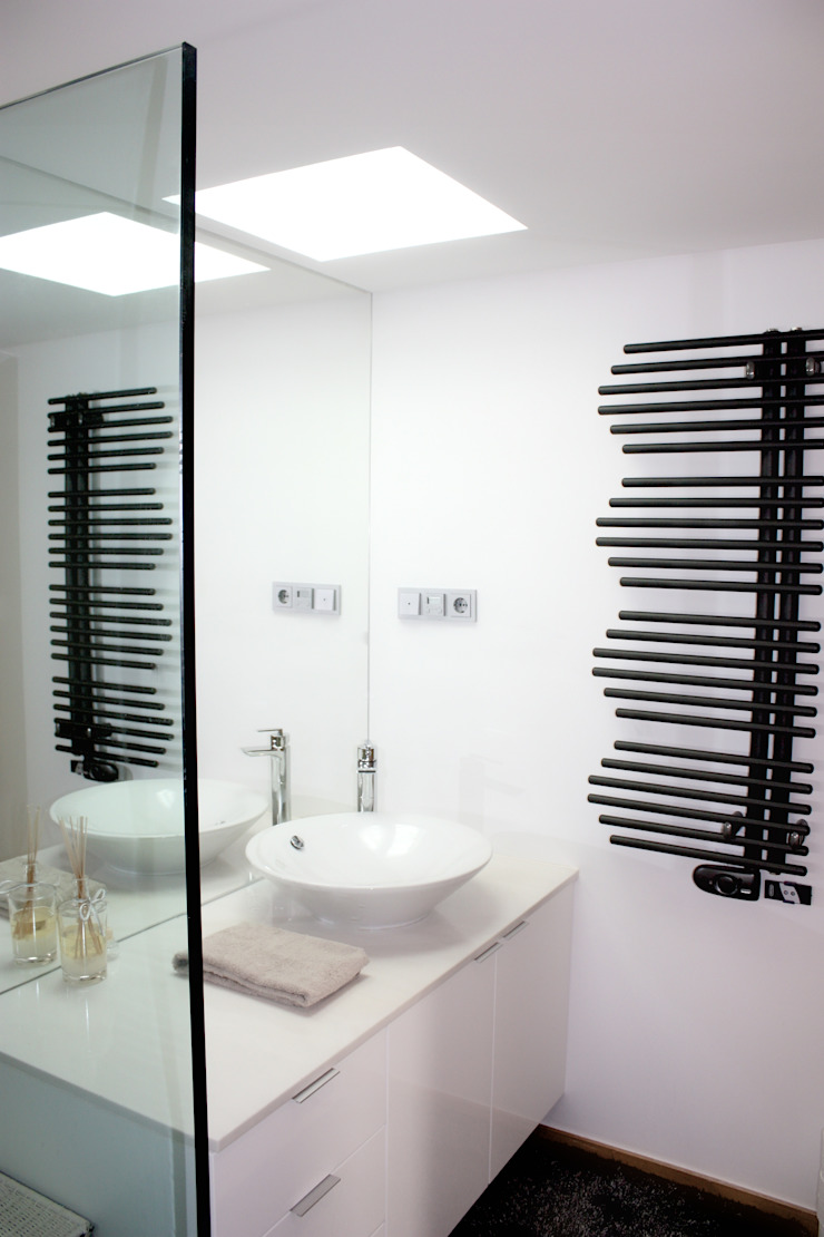 MORADIA PARK Casas de banho modernas por ARQAMA - Arquitetura e Design Lda Moderno