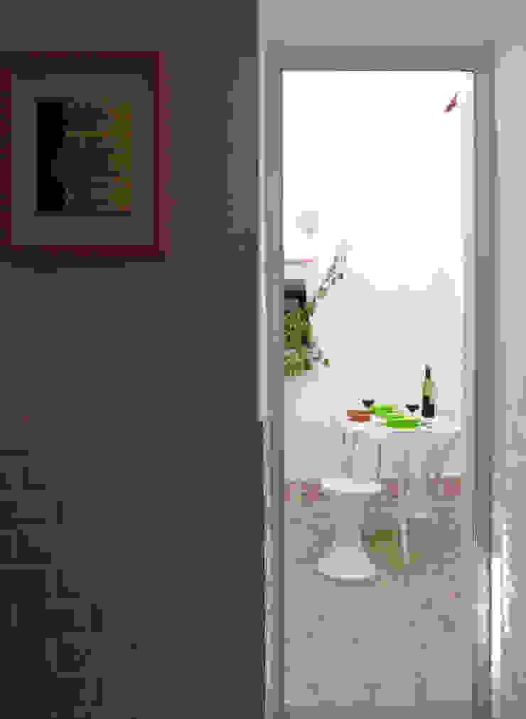atelier B-L Mediterranean style balcony, porch & terrace