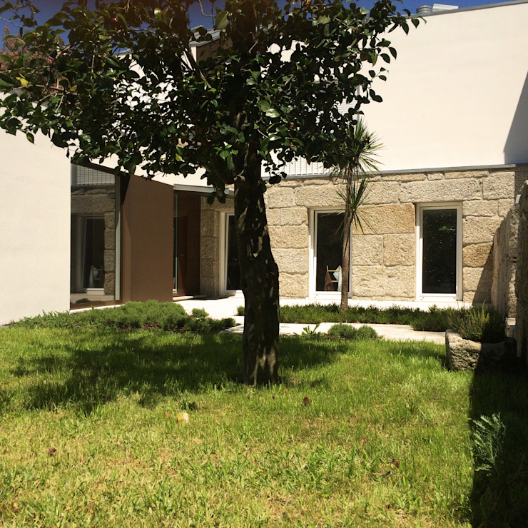 Bárbara abreu Arquitetos Casas modernas Piedra Marrón
