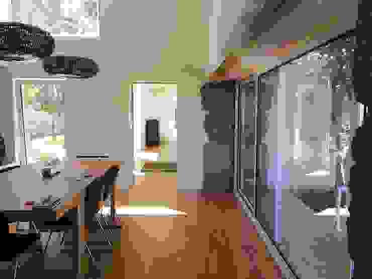 Comedores modernos de Bárbara abreu Arquitetos Moderno Piedra