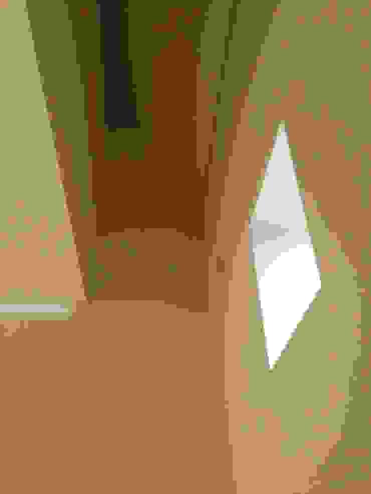 Bárbara abreu Arquitetos Pasillos, vestíbulos y escaleras de estilo moderno Blanco