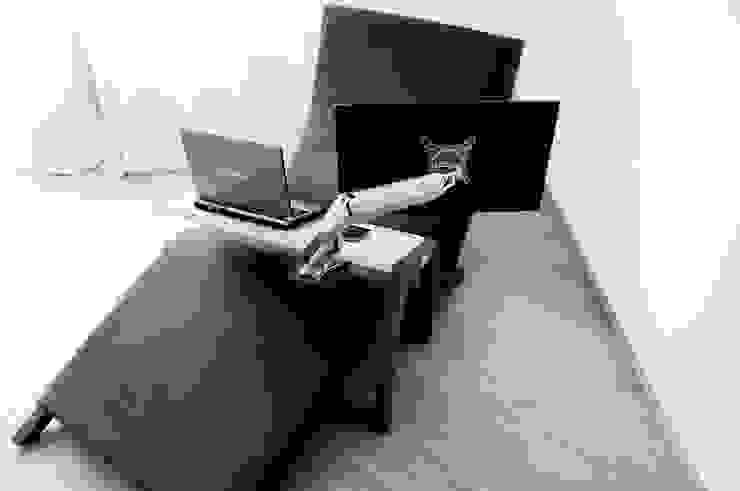 minimalist  by FINITA Tomasz Janiszewski, Minimalist