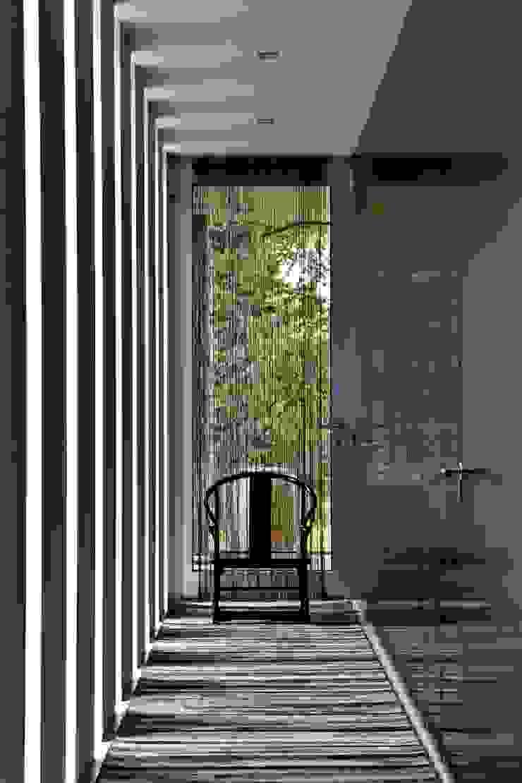 Oriental Chic Corredores, halls e escadas ecléticos por Viterbo Interior design Eclético