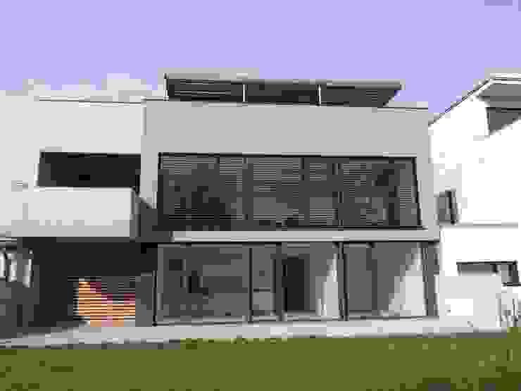Gartenansicht Moderne Häuser von Hergan Architektur Modern
