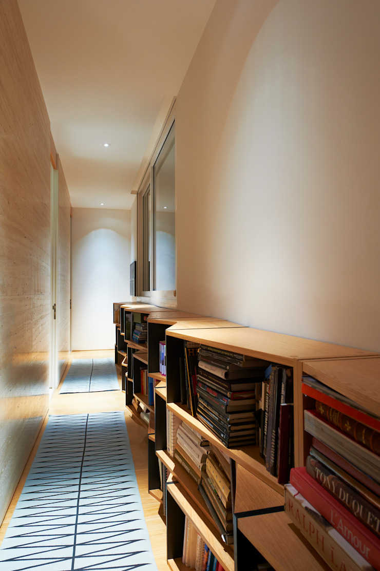 Eclectic style corridor, hallway & stairs by Viterbo Interior design Eclectic