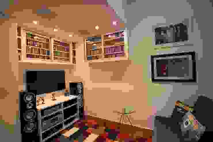 Home Theater Salas de estar modernas por Pricila Dalzochio Arquitetura e Interiores Moderno