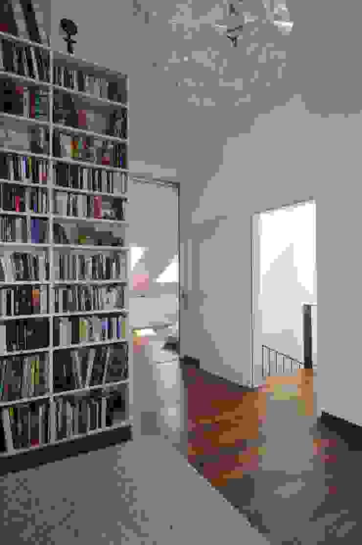 Oficinas de estilo moderno de Schneider Gmür Architekten Moderno