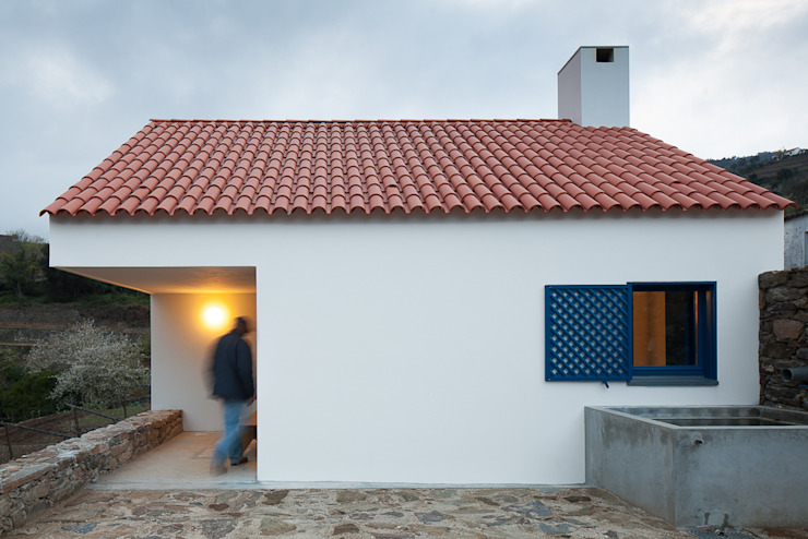 Caseiros House Country style houses by SAMF Arquitectos Country