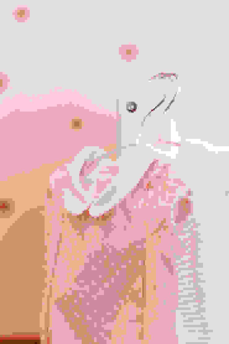 Baby Room Quartos de criança modernos por MYAH - Make Yourself At Home Moderno