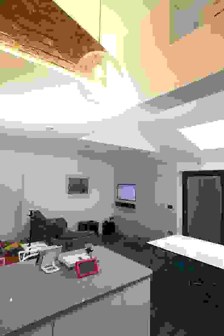 Single Storey Extension, Roxborough Rd Ruang Keluarga Modern Oleh London Building Renovation Modern