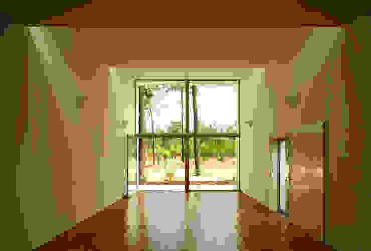 Casa GA: Escritórios e Espaços de trabalho  por SAMF Arquitectos,Moderno