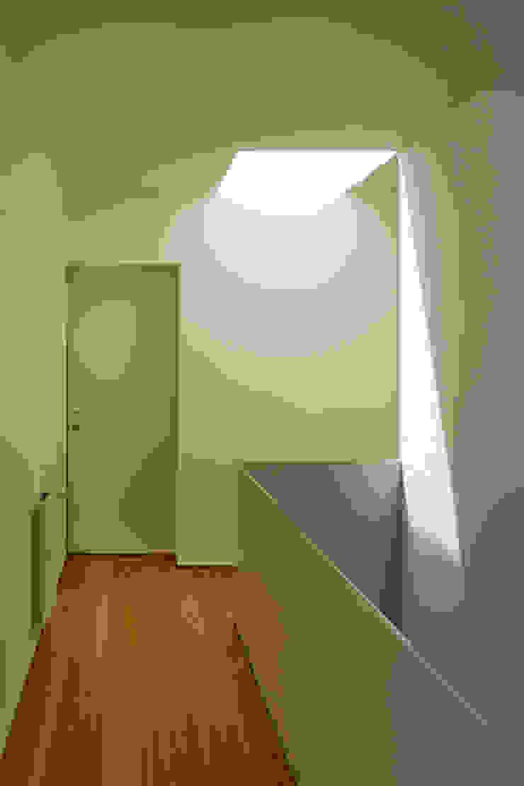 Casa GA Corredores, halls e escadas modernos por SAMF Arquitectos Moderno
