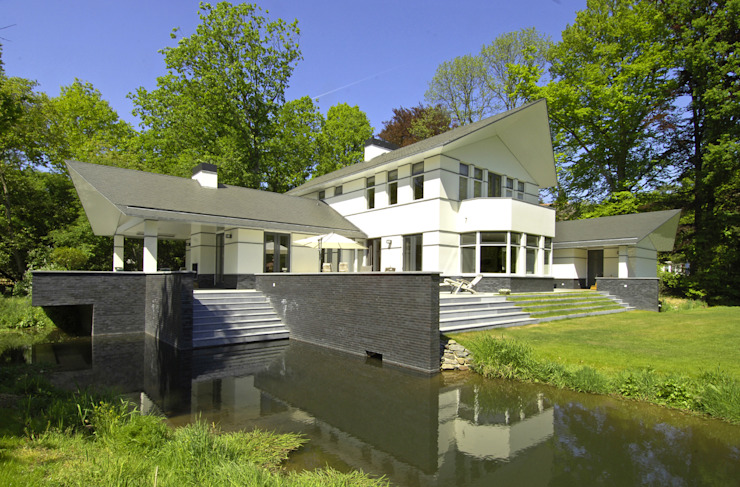 Modern home by Van Hoogevest Architecten Modern