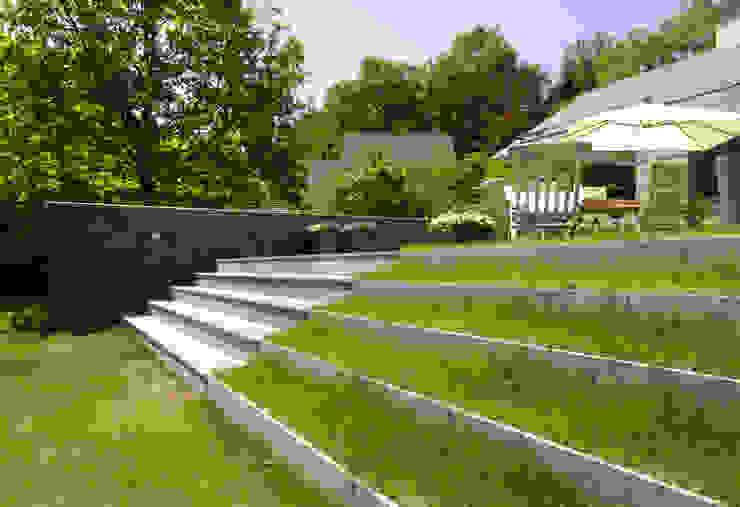 Jardines de estilo moderno de Van Hoogevest Architecten Moderno