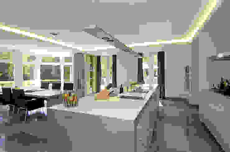 Modern kitchen by Van Hoogevest Architecten Modern