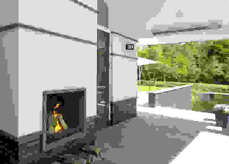 Luxe villa in Velp Moderne balkons, veranda's en terrassen van Van Hoogevest Architecten Modern