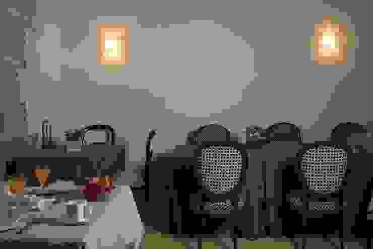 Hotel at a Baroque XVIII Century House. Dining hall Ignacio Quemada Arquitectos Classic style dining room White
