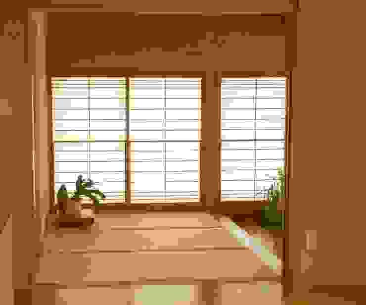 玄関 ホール (タタミ敷) モダンスタイルの 玄関&廊下&階段 の 吉田設計+アトリエアジュール モダン