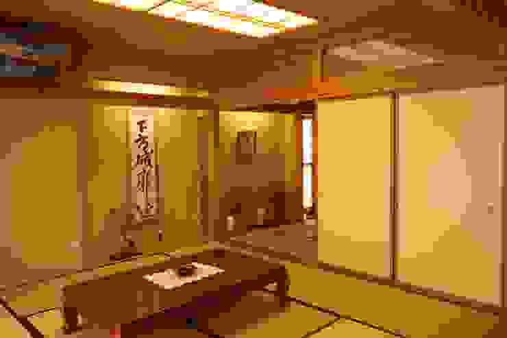 和室(二の間) モダンデザインの リビング の 吉田設計+アトリエアジュール モダン