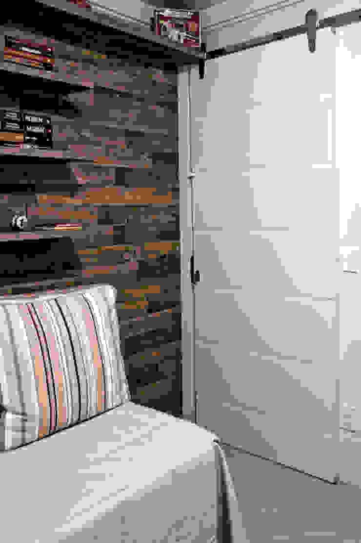Apartamento K&R.R - Quarto Multiuso Quartos modernos por Kali Arquitetura Moderno Madeira Efeito de madeira