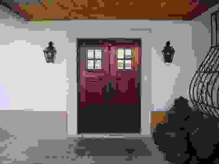 Puertas y ventanas rurales de Gabiurbe, Imobiliária e Arquitetura, Lda Rural