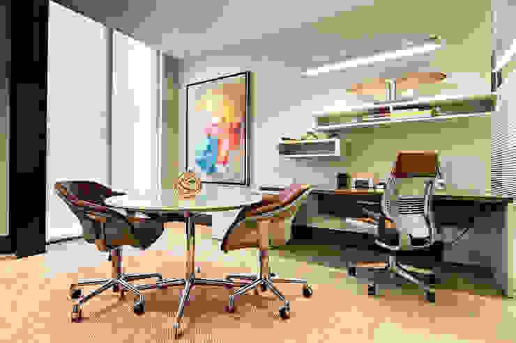 Oficinas Corporativas - home office homify Estudios y despachos modernos