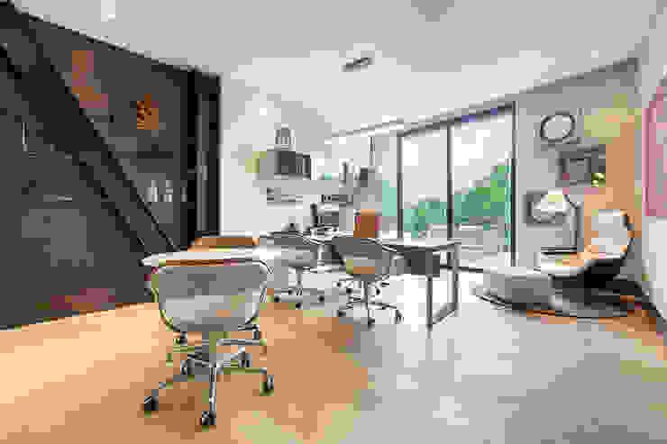 Oficinas Corporativas - Home Office homify Estudios y oficinas modernos