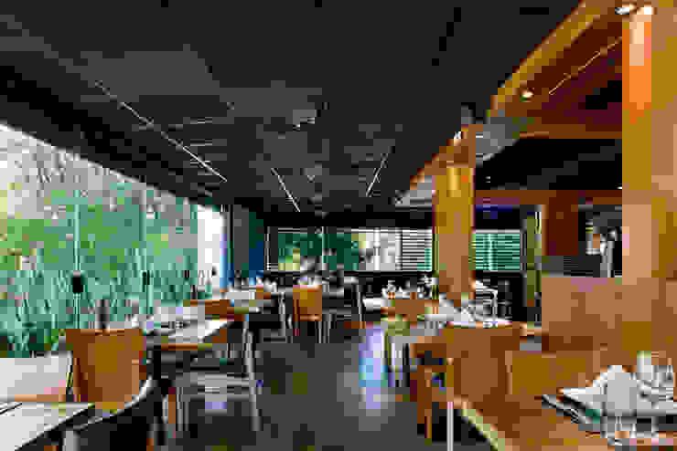 Varanda Espaços gastronômicos modernos por Síntese Acústica Arquitetônica Moderno