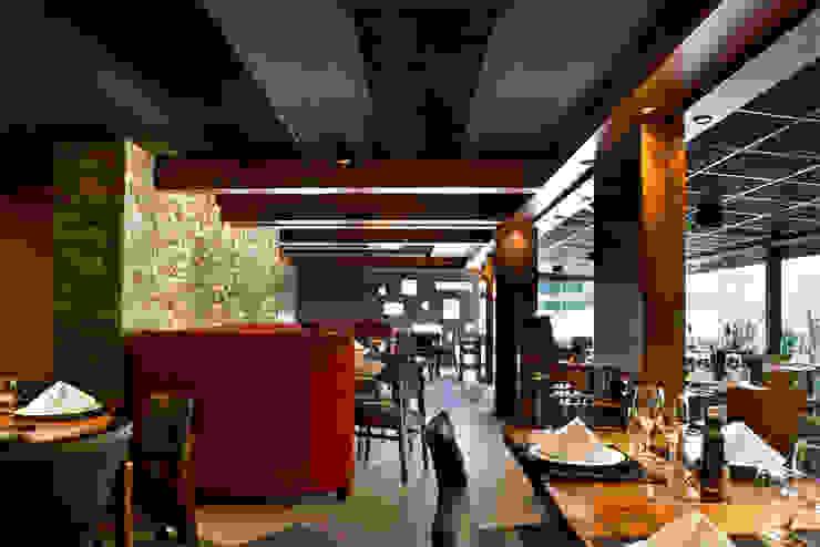 Salão Espaços gastronômicos modernos por Síntese Acústica Arquitetônica Moderno