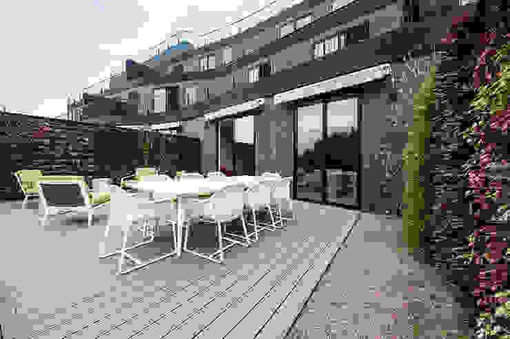 Oficinas Corporativas - Terraza homify Balcones y terrazas modernos: Ideas, imágenes y decoración