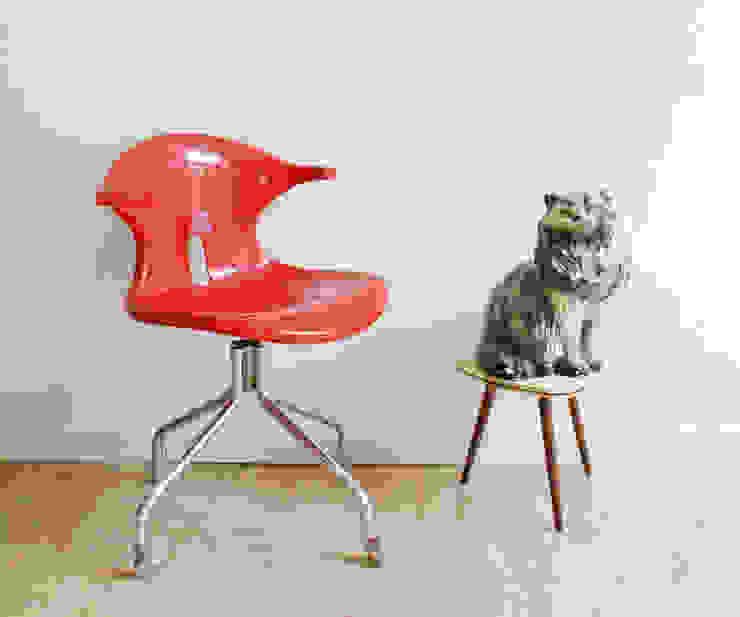 Toffe rode bureaustoel. Vintage stoel met retro design van Flat sheep Industrieel