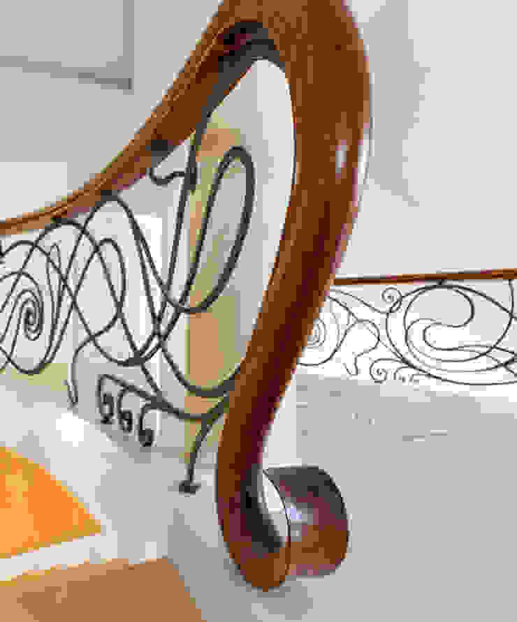 Eclectic style corridor, hallway & stairs by Trąbczyński Eclectic