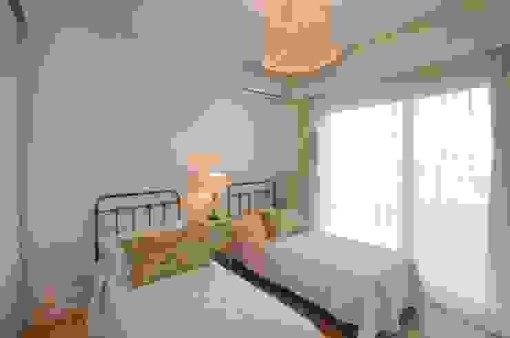 Phòng ngủ phong cách kinh điển bởi Parrado Arquitectura Kinh điển