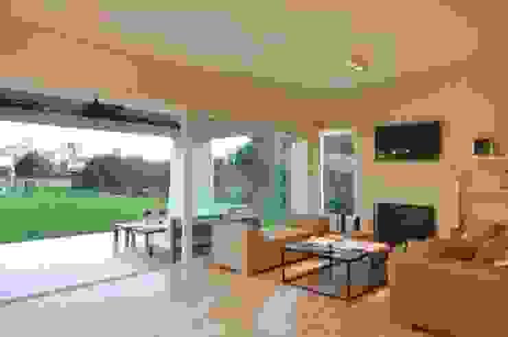 Phòng khách phong cách kinh điển bởi Parrado Arquitectura Kinh điển